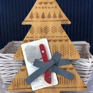 NWT! Hallmark Christmas tree cheese board gift set